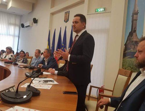 """Campania națională """"România se ridică în picioare pentru asistență socială"""" a ajuns și în Maramureș."""